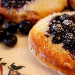 Heidelbeerplunder mit Puddingcreme