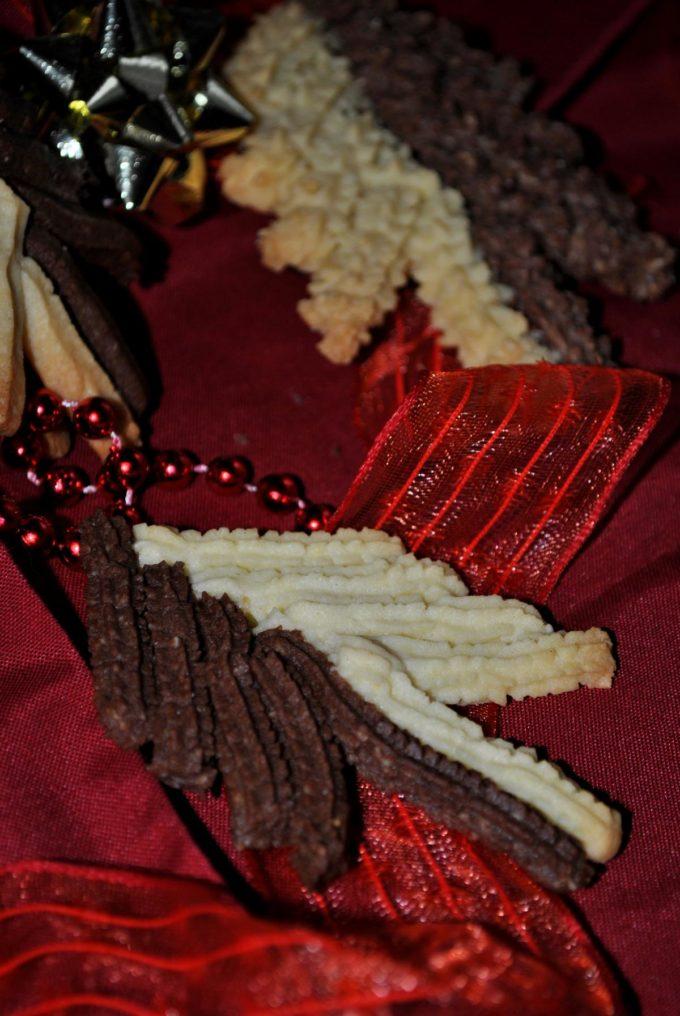 Das Spritzgebäck in Tannenbaumform sieht nicht nur wahnsinnig lecker aus, es schmeckt auch klasse.