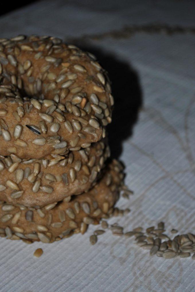 Die Bagels mit Sonnenblumenkernen sind einfach wahnsinnig lecker zu jedem Frühstück oder auch Brunch.