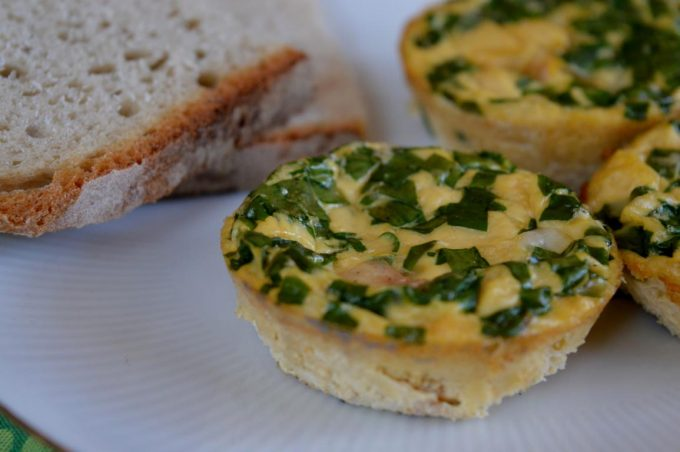 Frühstücksmuffins sind Eier zubereitet in einer Muffinform. Super einfach und super lecker.