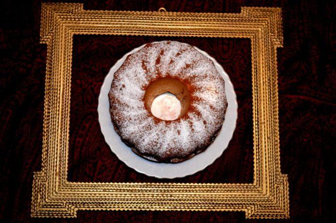 Der Marmorkuchen ist ein echter Klassiker und die Kirschen geben noch den extra Kick. Super schnell und super einfach gemacht!