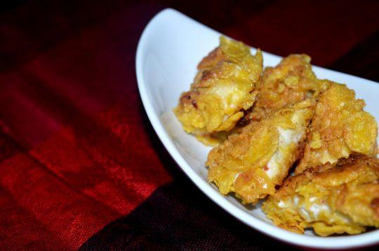 Chicken Nuggets sind einfach und schnell gezaubert. Diese Variante ist besonders lecker, denn die Panade ist mit Cornflakes gemacht und ist deshalb schön crunchy!