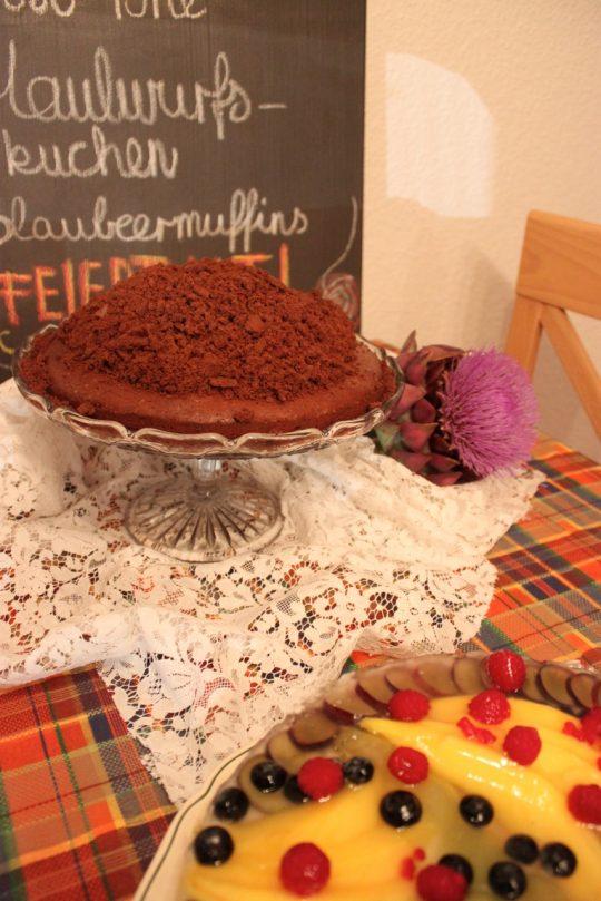 Maulwurfkuchen ist einfach und schnell gemacht. Er ist zu recht ein Klassiker, der allen schmeckt.