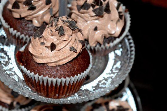 Die veganen Cupcakes sind super fluffig und saftig. Trotz einer veganen Ernährung muss man nicht auf süßes und schokoladiges verzichten.