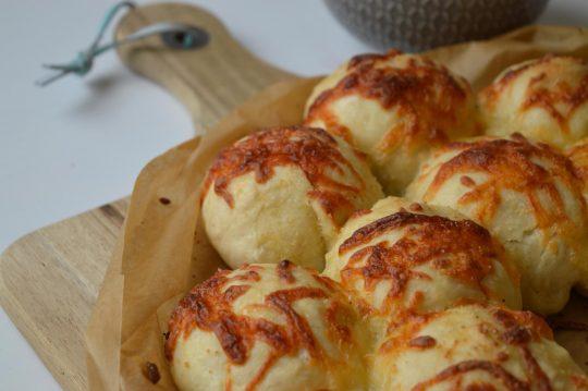 Käsebrötchen mit Mozzarella