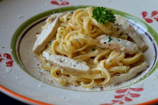 Chicken Alfredo Pasta aus einem Topf