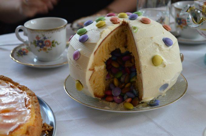 Pinata-Torte