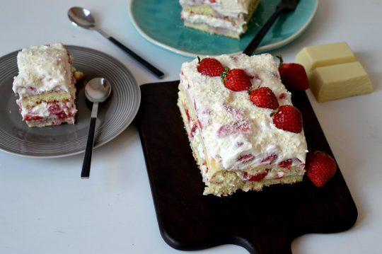 Erdbeer-Tiramisu-Schnitten mit Erdbeeren