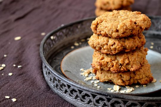 Einfache Kekse aus Haferflocken und Erdnussbutter