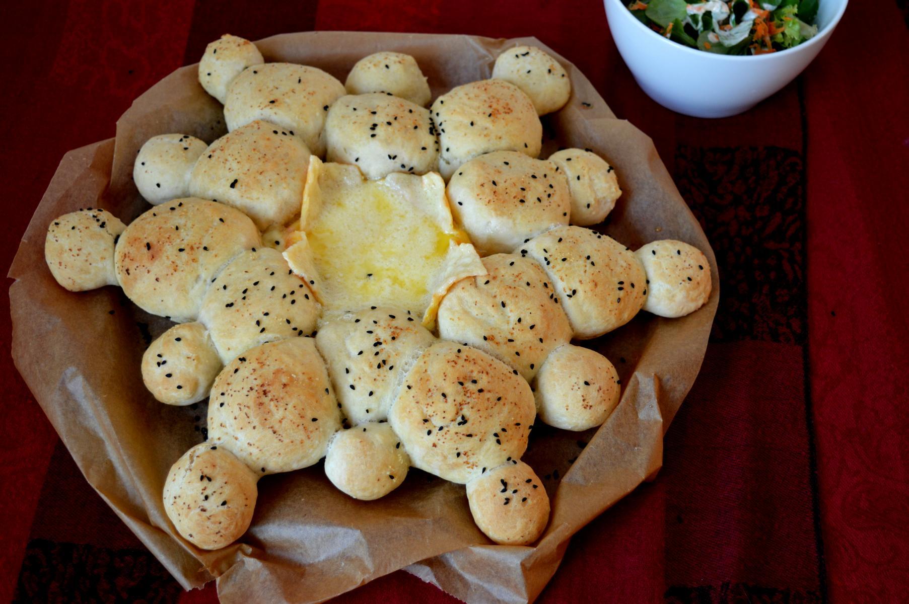 Brötchensonne mit Camembert
