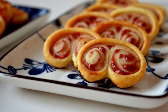 Idee für schnelle Snacks mit Marmelade und Käse