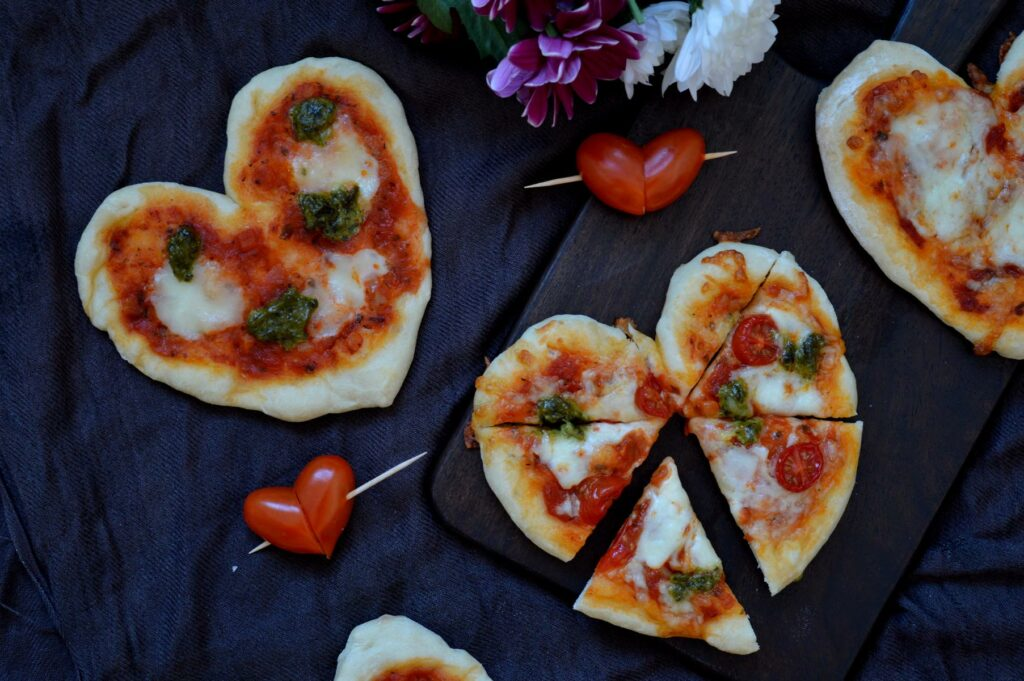 Mini Pizza in Herzform Tomate Mozzarella
