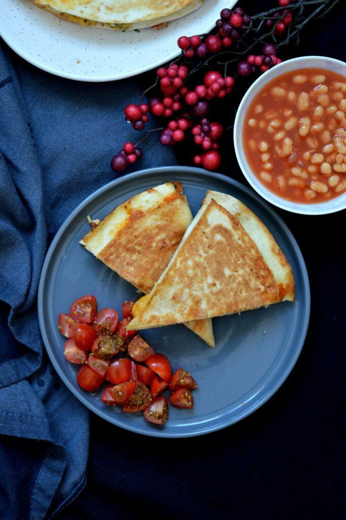 Wrap gefüllt mit Rührei, Bacon, Käse