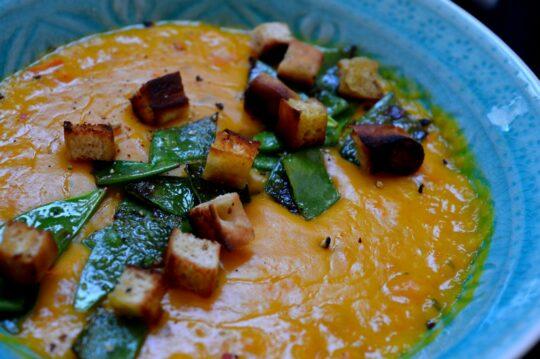 schnelle einfache vegane Kürbissuppe